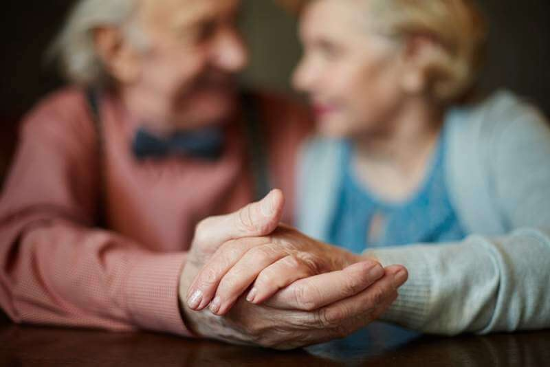 hands-of-seniors